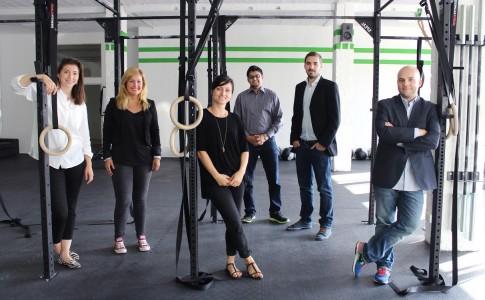 Das Team fitengo mit den Gründern Jan Wiesmann (2. von rechts) und Daniel Blumberg (rechts außen) | Quelle: fitengo