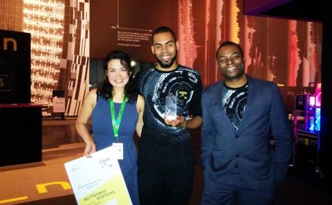 Sandra Kwak (AutoGrid) erhielt einen Sonderpreis und die Gewinner des CODE_n Award Chika Mbonu und Odera Ume-Ezeoke (Viewsy) | Bild: Crinox